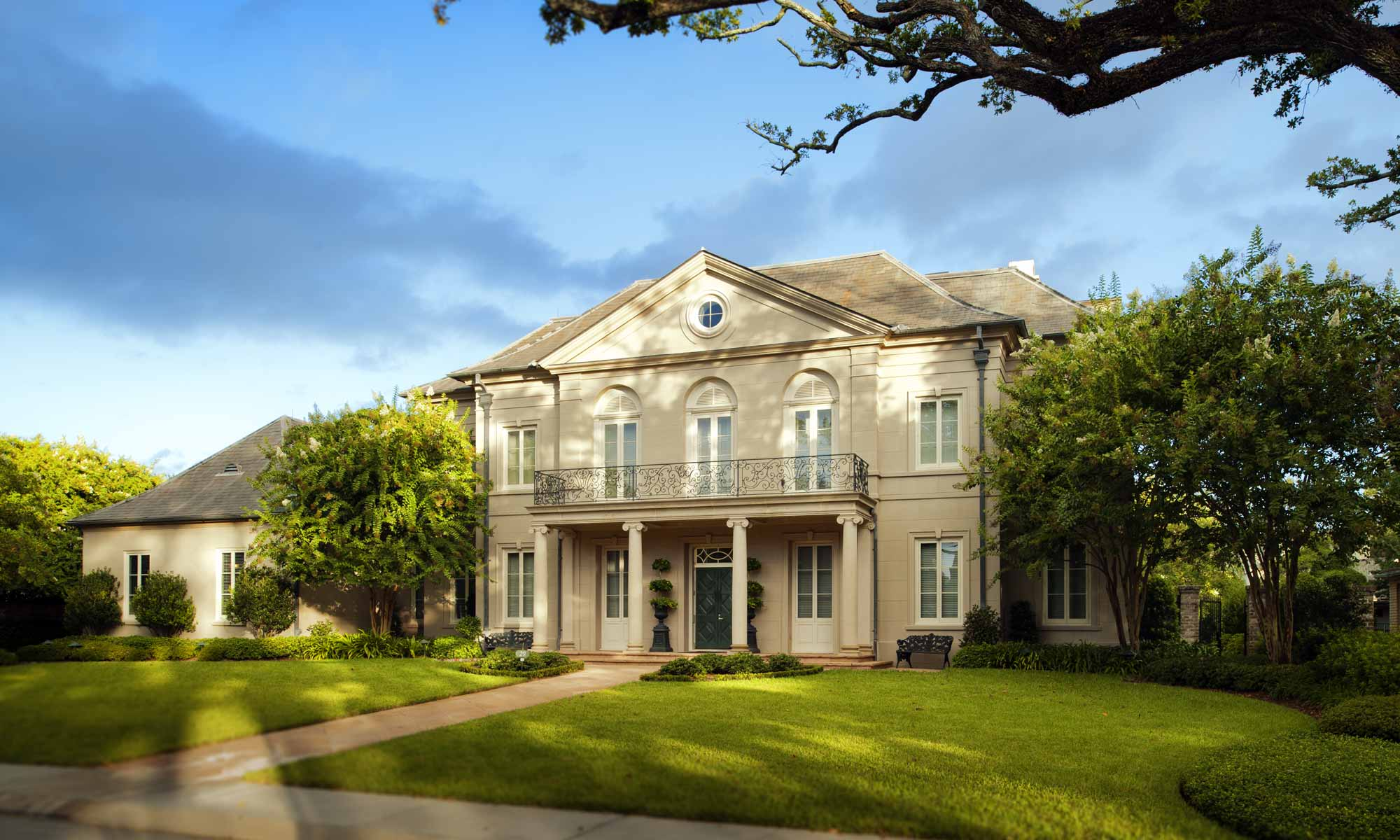 New residence in metairie club gardens yeates architects for Metairie architects